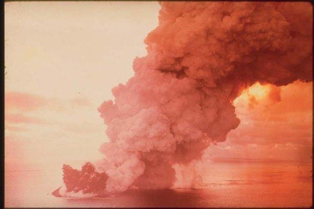 Surgimento da Ilha de Surtsey na Islândia. Fonte: Desconhecida
