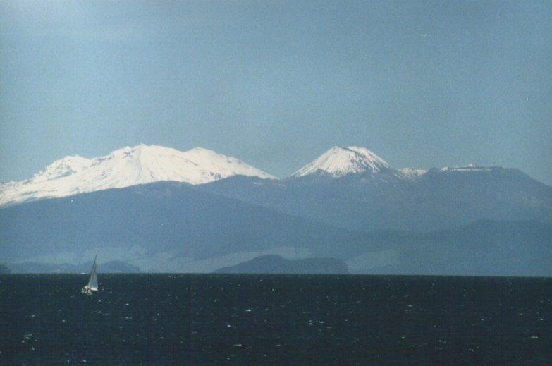 A caldeira vulcânica atualmente preenchida pelo lago Taupo